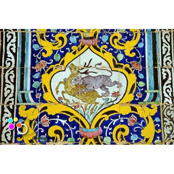 دانلود تصویر با کیفیت نمایی از کاشیکاری کاخ گلستان با نقش شکار گوزن-کد 2158